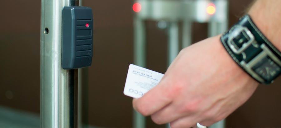 Возможности и комплектации различных систем контроля и управления доступом (СКУД)